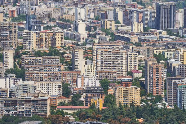 В большинстве случаев новые дома просто перемешиваются со старыми и получается этакий винегрет - Sputnik Грузия