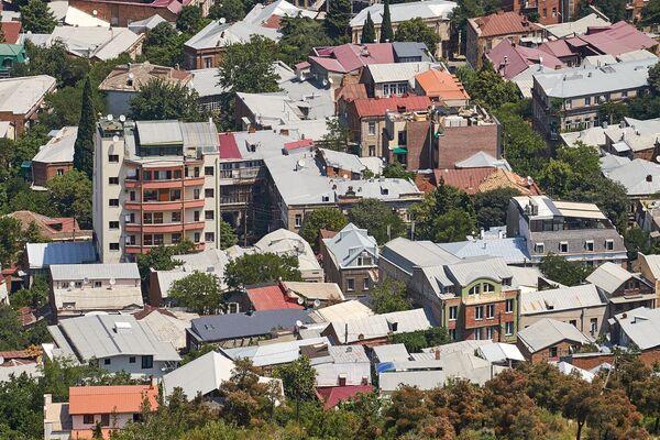 Пока что можно делать предположения, а еще увидеть дома в таком ракурсе, пока их не заслонили 20- или 30-этажные здания - Sputnik Грузия