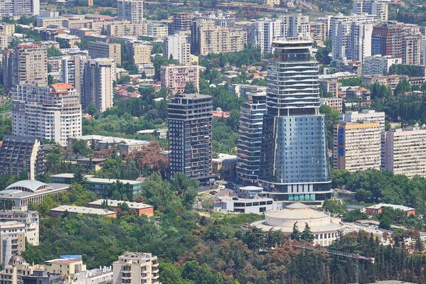 Есть, конечно, высотные здания, которые выделяются, но это элитные комплексы - Sputnik Грузия