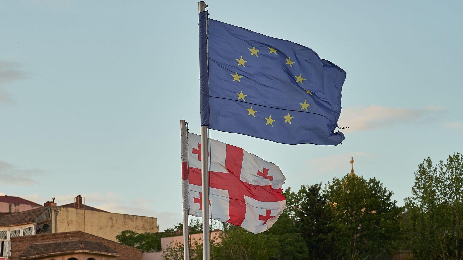 Флаги Грузии и Евросоюза на площади Европы в центре Тбилиси - Sputnik Грузия, 1920, 06.10.2021