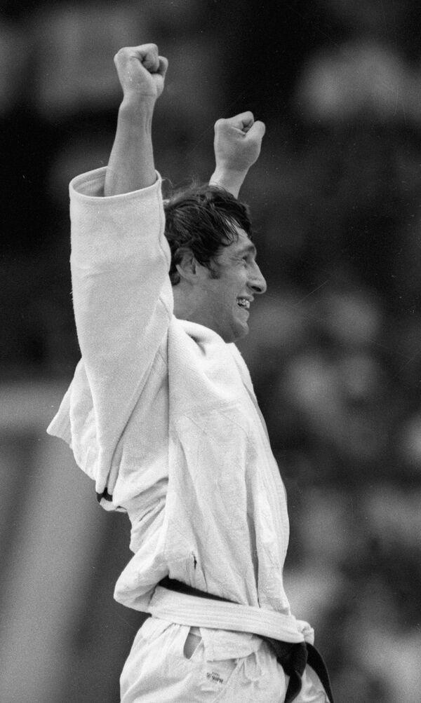 Шота Хабарели выиграл Олимпиаду в Москве, когда ему был всего 21 год. Многие советские дзюдоисты называли стиль борьбы Хабарели – антидзюдо, так как спортсмен в своей технике основной упор делал на элементы чидаоба (национальной грузинской борьбы). Но именно это обстоятельство позволило Хабарели победить в финале ОИ-80 кубинца Хуана Феррера, для которого дзюдо-чидаоба стало неразрешимой задачей   - Sputnik Грузия