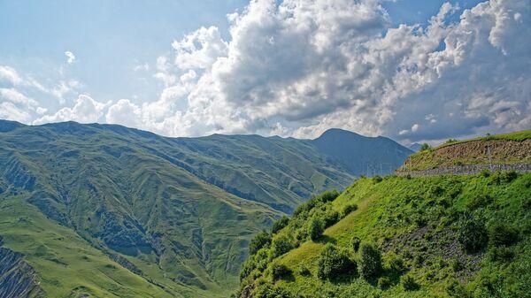 Военно-Грузинская дорога в горах Кавказа - Sputnik Грузия