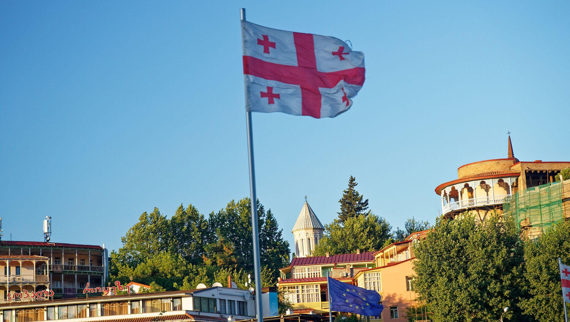 Флаг Грузии на площади Европы в центре Тбилиси - Sputnik Грузия, 1920, 19.04.2021