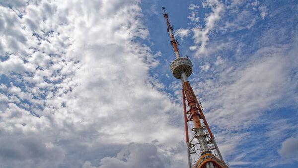 Тбилисская телевышка и небо в облаках - Sputnik Грузия