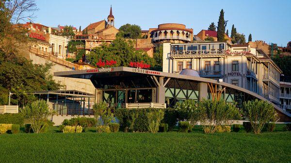 Старый город Тбилиси - вид на дома в районе Авлабари. Городская архитектура - Sputnik Грузия