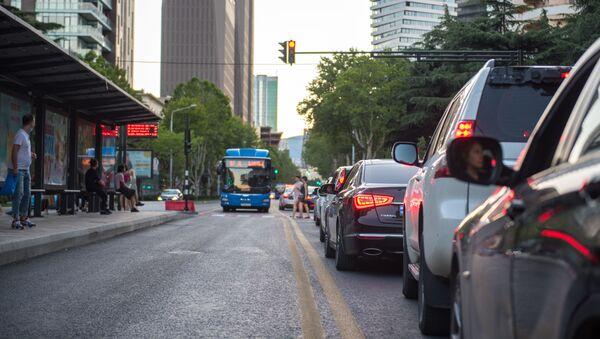 Обновленный проспект Ильи Чавчавадзе в Тбилиси. Выделенные полосы для общественного транспорта - Sputnik Грузия