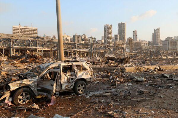 Однако теперь и воровать нечего. Порт Бейрута в результате взрыва оказался разрушен. Также разрушено здание МИД Ливана - Sputnik Грузия
