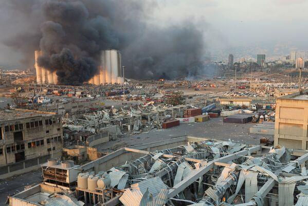 По предварительным данным, причиной взрыва стали сварочные работы в порту - Sputnik Грузия