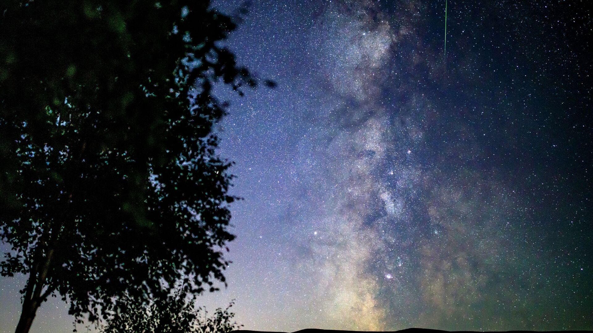 Звездное небо, наблюдаемое в Краснодарском крае во время метеорного потока Персеиды - Sputnik Грузия, 1920, 18.09.2021
