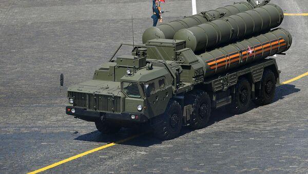 Зенитная ракетная система С-400 во время военного парада на Красной площади в Москве - Sputnik Грузия