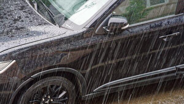 Машина под дождем. Сильный ливень - Sputnik Грузия