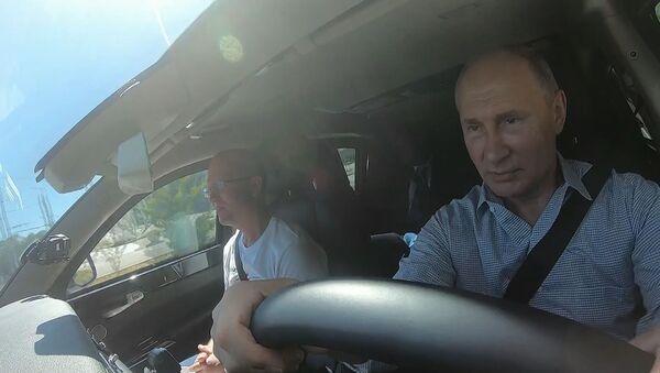Таврида открыта: Путин проехал по новой трассе - видео - Sputnik Грузия