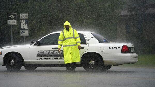 Последствия урагана Лаура в штате Луизиана, США. Американская полиция - Sputnik Грузия