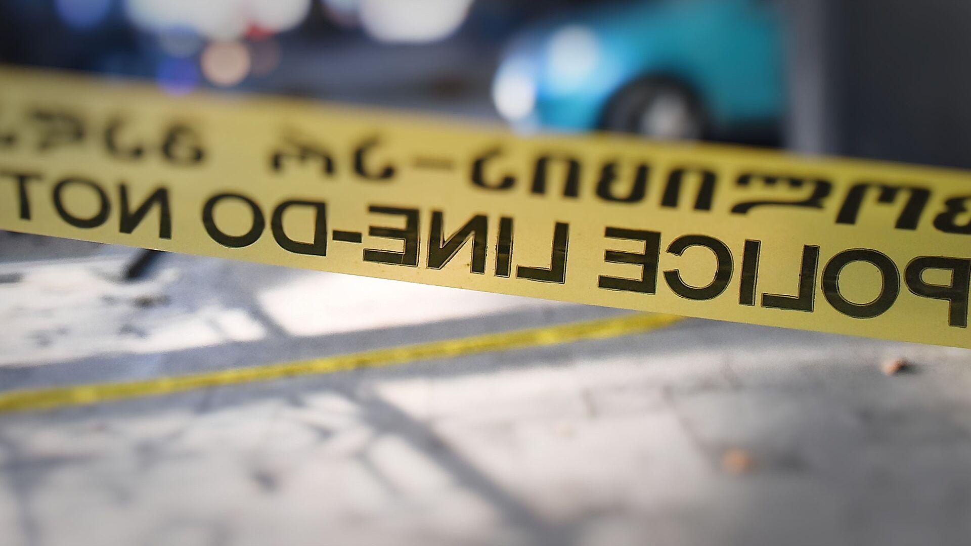 Патрульная полиция и следователи на месте происшествия. Полицейская лента - Sputnik Грузия, 1920, 19.05.2021