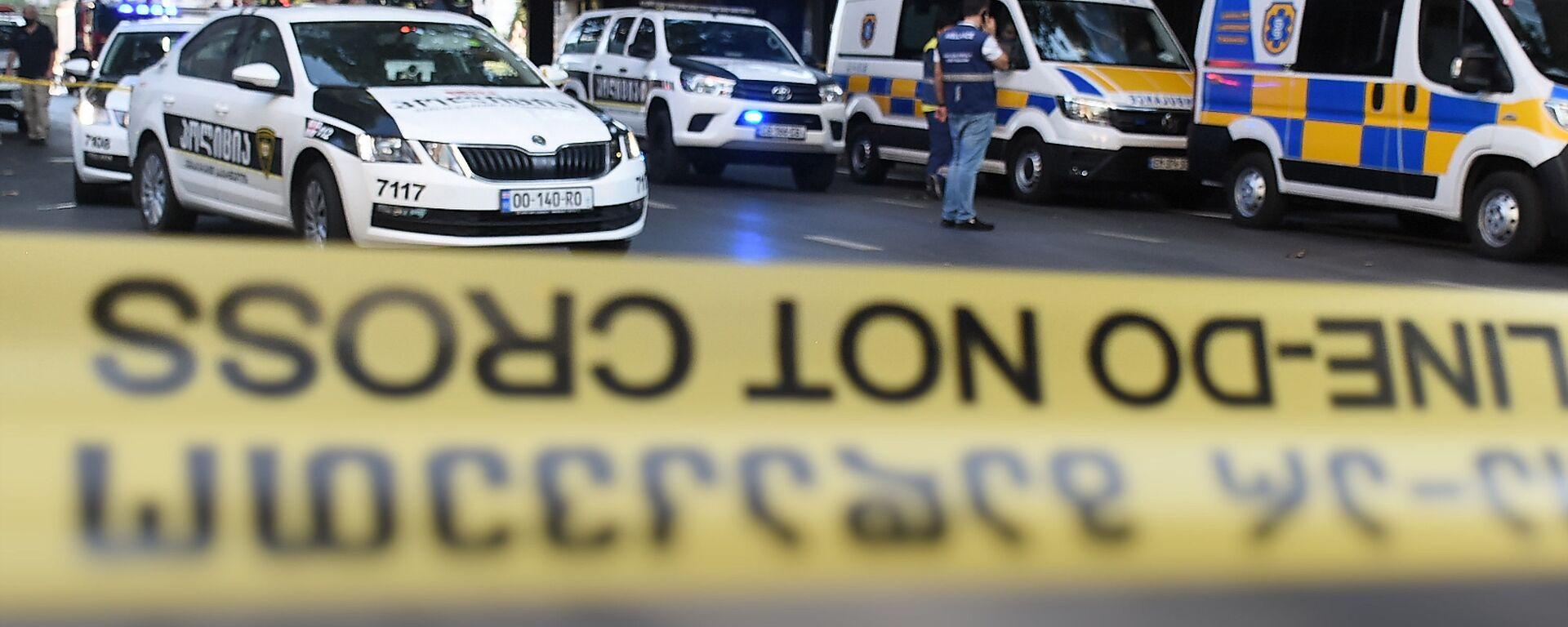 Патрульная полиция и следователи на месте происшествия. Полицейская лента - Sputnik Грузия, 1920, 08.05.2021