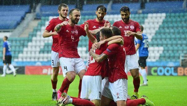 Футболисты сборной Грузии празднуют гол в ворота сборной Эстонии - Sputnik Грузия