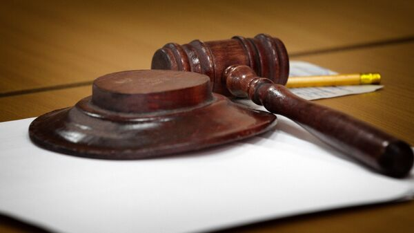 Молоток судьи в районном суде - Sputnik Грузия