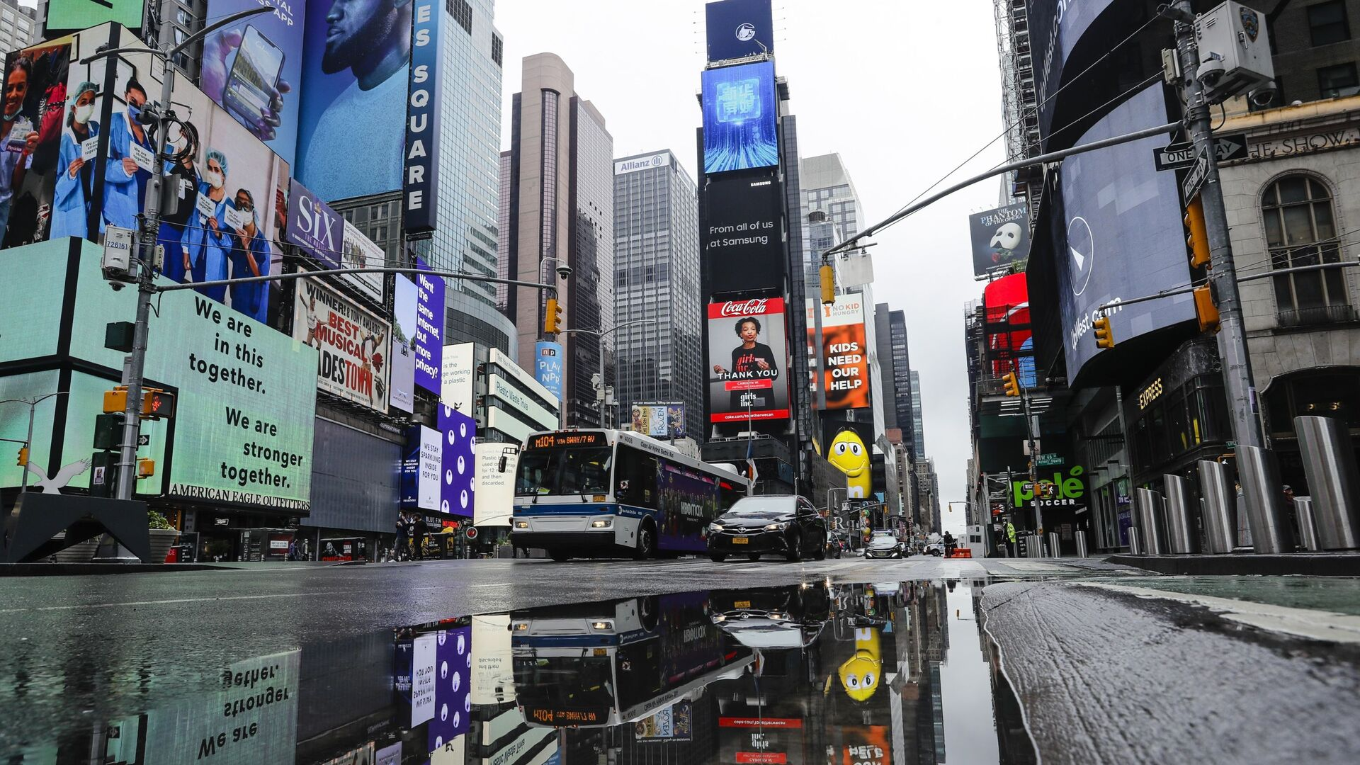 Таймс сквер в Нью-Йорке во время пандемии COVID 19 - Sputnik Грузия, 1920, 10.09.2021