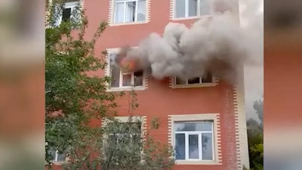 В азербайджанской школе в Гардабани произошел крупный пожар - видео - Sputnik Грузия