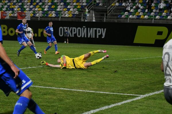 Шунин не дотянулся до мяча, и нападающий бил практически в пустые ворота! - Sputnik Грузия