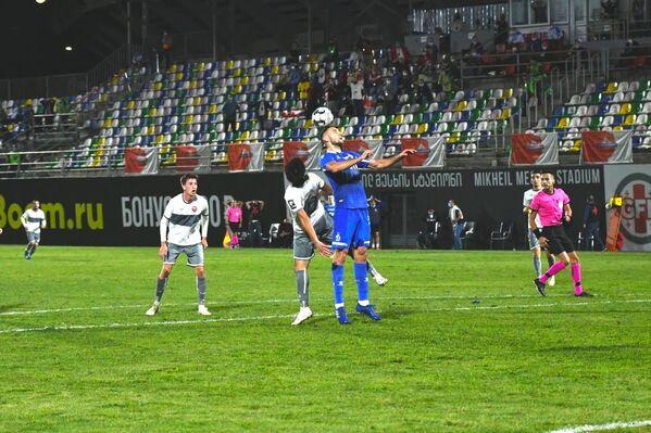 Динамо забивает гол по пенальти на последней минуте основного времени, остается добавочных пять минут, чтобы сравнять счет и перевести матч в дополнительное время - не срослось  - Sputnik Грузия