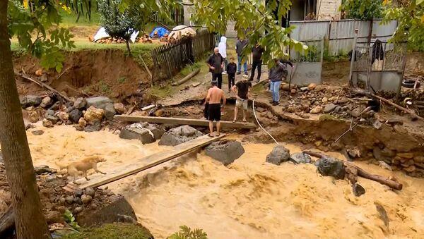 Наводнение и оползни в горной Аджарии после ливневых дождей: видео с места ЧП - Sputnik Грузия