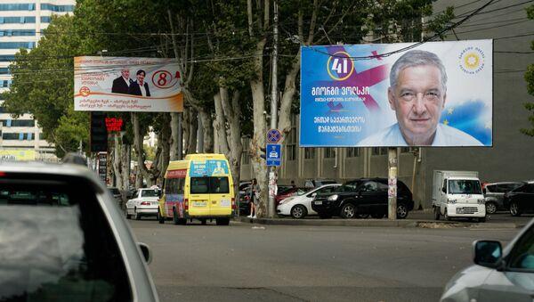 Предвыборная символика. Баннеры правящей партии Грузинская мечта и партии Альянс патриотов Грузии - Sputnik Грузия