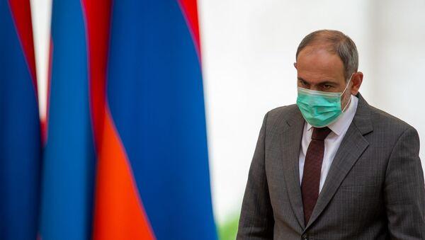 Премьер-министр Никол Пашинян перед началом церемонии награждения в честь Дня Независимости Армении (21 сентября 2020). Еревaн - Sputnik Грузия