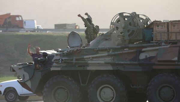 Военная техника в Баку, Азербайджан. В стране введено военное положение и комендантский час - Sputnik Грузия