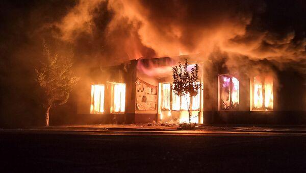 Нагорный Карабах , Степанакерт - горящий магазин после обстрела - Sputnik Грузия