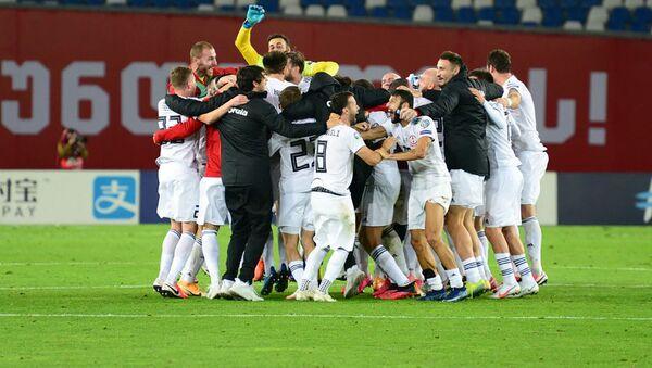 Празднование победы. Грузия победила! Игроки радуются после завершения матча с Беларусью - Sputnik Грузия