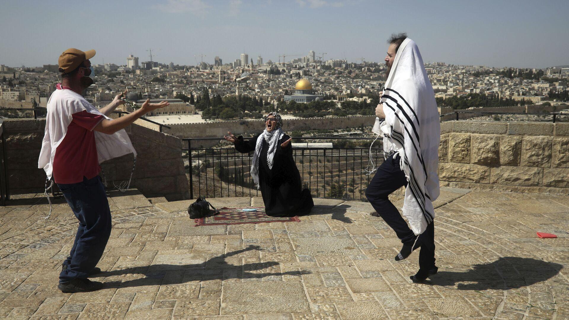 Пандемия COVID-19. Верующие евреи в масках во время праздника Суккот, Иерусалим, Израиль - Sputnik Грузия, 1920, 19.09.2021