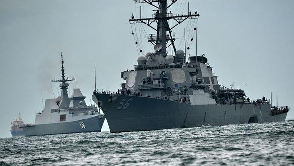 Эсминец ВМС США Джон Маккейн после столкновения с торговым судном, 21 августа 2017 - Sputnik Грузия
