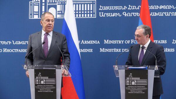 Прямая трансляция - пресс-конференция глав МИД РФ и Армении  - Sputnik Грузия
