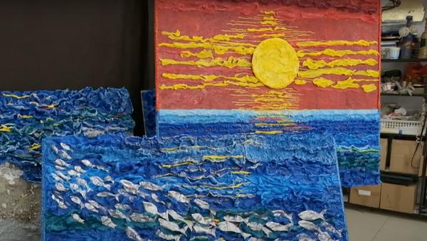 Художница из Геленджика создает скульптуры из мусора - видео - Sputnik Грузия