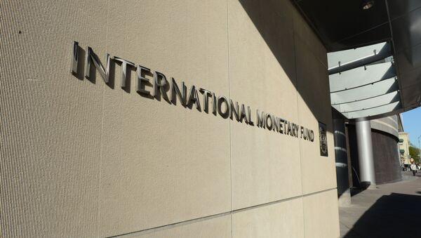 Табличка с логотипом Международного валютного фонда на стене здания МВФ - Sputnik Грузия