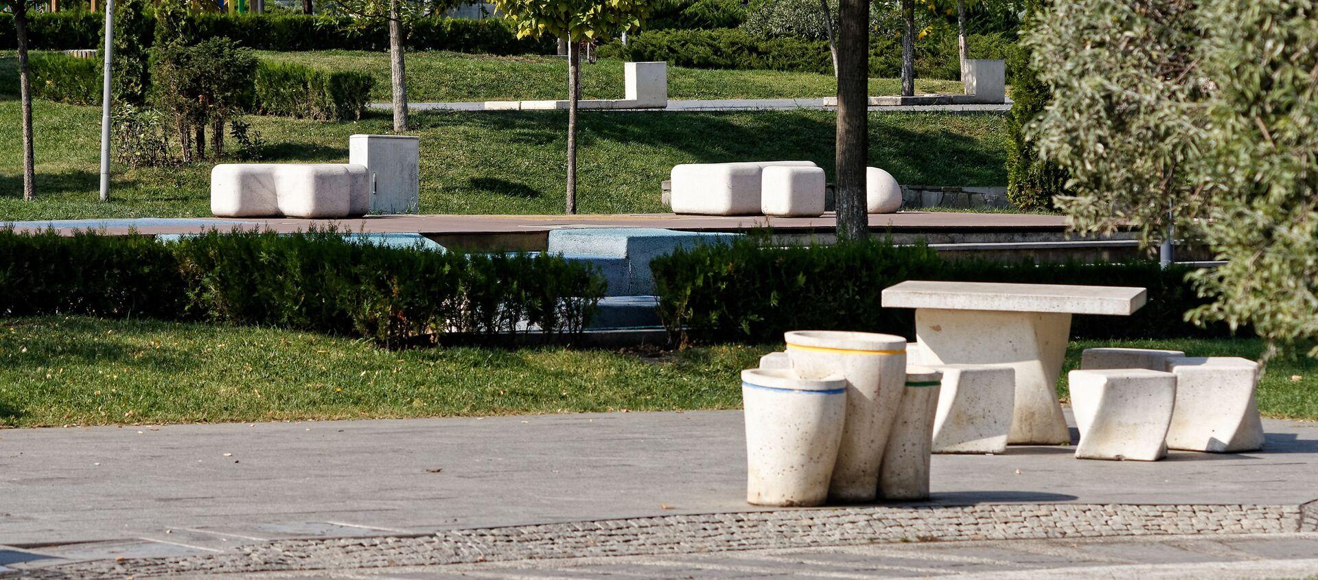Пустые улицы. Опустевший парк Рике во время эпидемии коронавируса - Sputnik Грузия, 1920, 25.11.2020