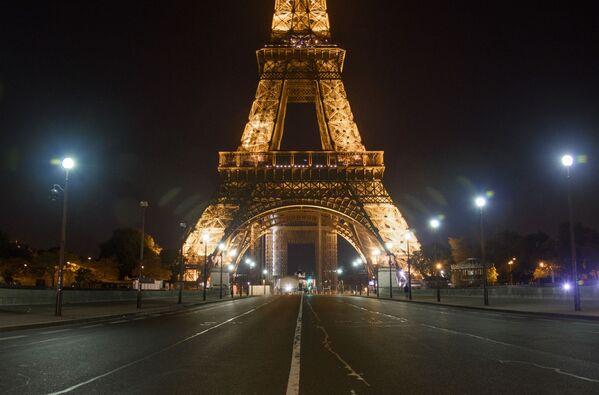 В крупнейших городах Франции с девяти вечера и до шести утра веден комендантский час - Sputnik Грузия