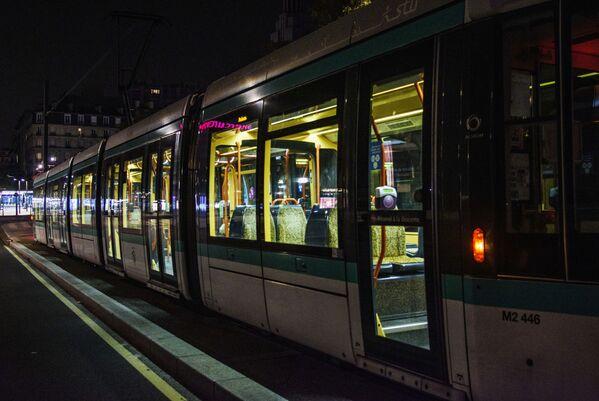 Общественный транспорт продолжит работать, для того чтобы люди, работающие в ночное время, рано утром или поздно вечером, могли передвигаться    - Sputnik Грузия
