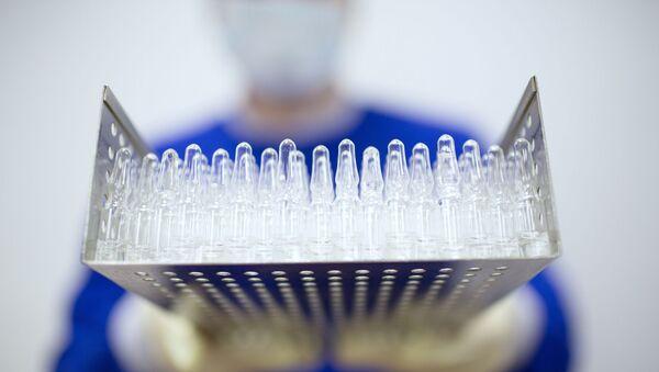 Производство вакцины от COVID-19 на фармацевтическом заводе Биннофарм - Sputnik Грузия