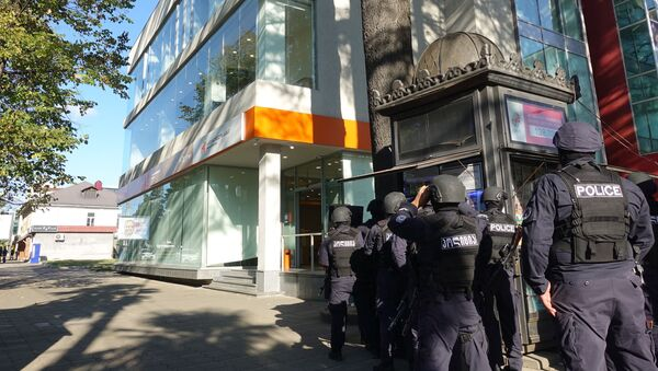 Спецназ. Спецоперация по освобождению заложников в филиале Банка Грузии в Зугдиди - Sputnik Грузия