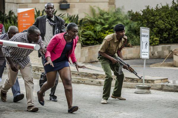 В серии Теракт в отеле DusitD2, за которую Луис Тато получил главную награду конкурса, отражено трагическое событие в Найроби, произошедшее в январе 2019 года - Sputnik Грузия