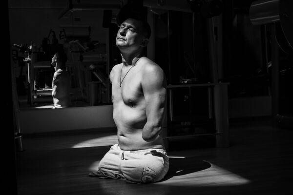 Победу среди спортивных серий одержала фотоистория российского журналиста Павла Волкова об Алексее Талае, чудом выжившем при пожаре от артиллерийского снаряда - Sputnik Грузия