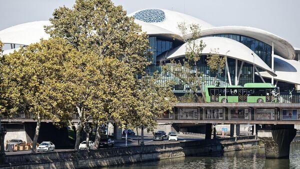 Дом Юстиции - тут также расположены Нацбанк и Министерство энергетики. Современная архитектура - Sputnik Грузия