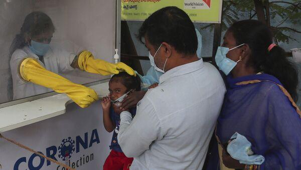 Пандемия коронавируса COVID 19 - тестирование жителей на коронавирус в Индии - Sputnik Грузия