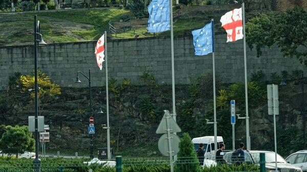 Флаги Грузии и Евросоюза на площади Европы - Sputnik Грузия