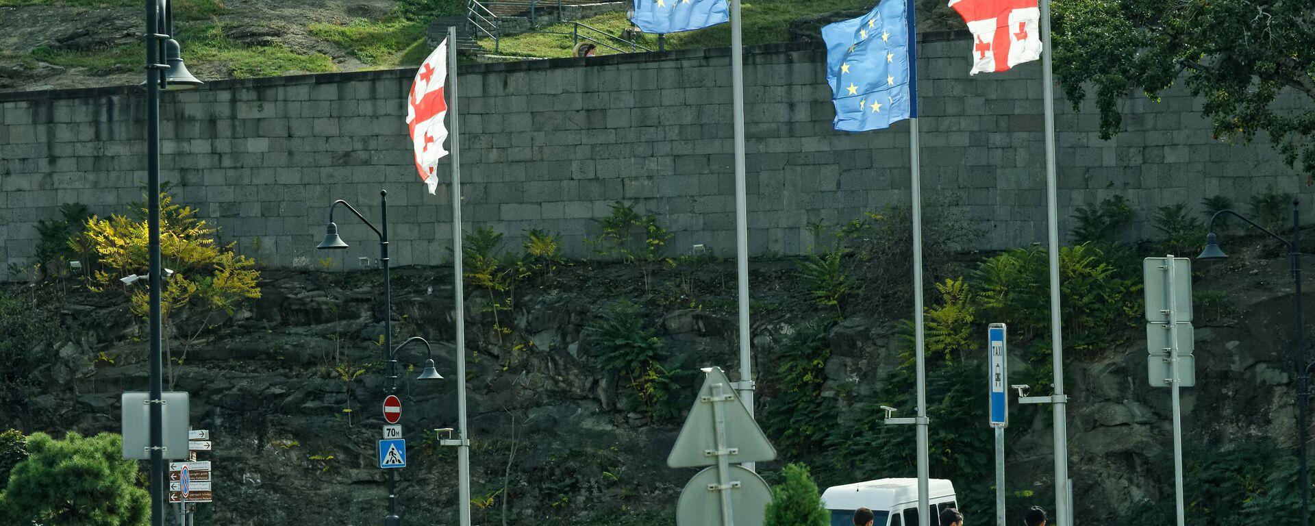 Флаги Грузии и Евросоюза на площади Европы - Sputnik Грузия, 1920, 14.07.2021