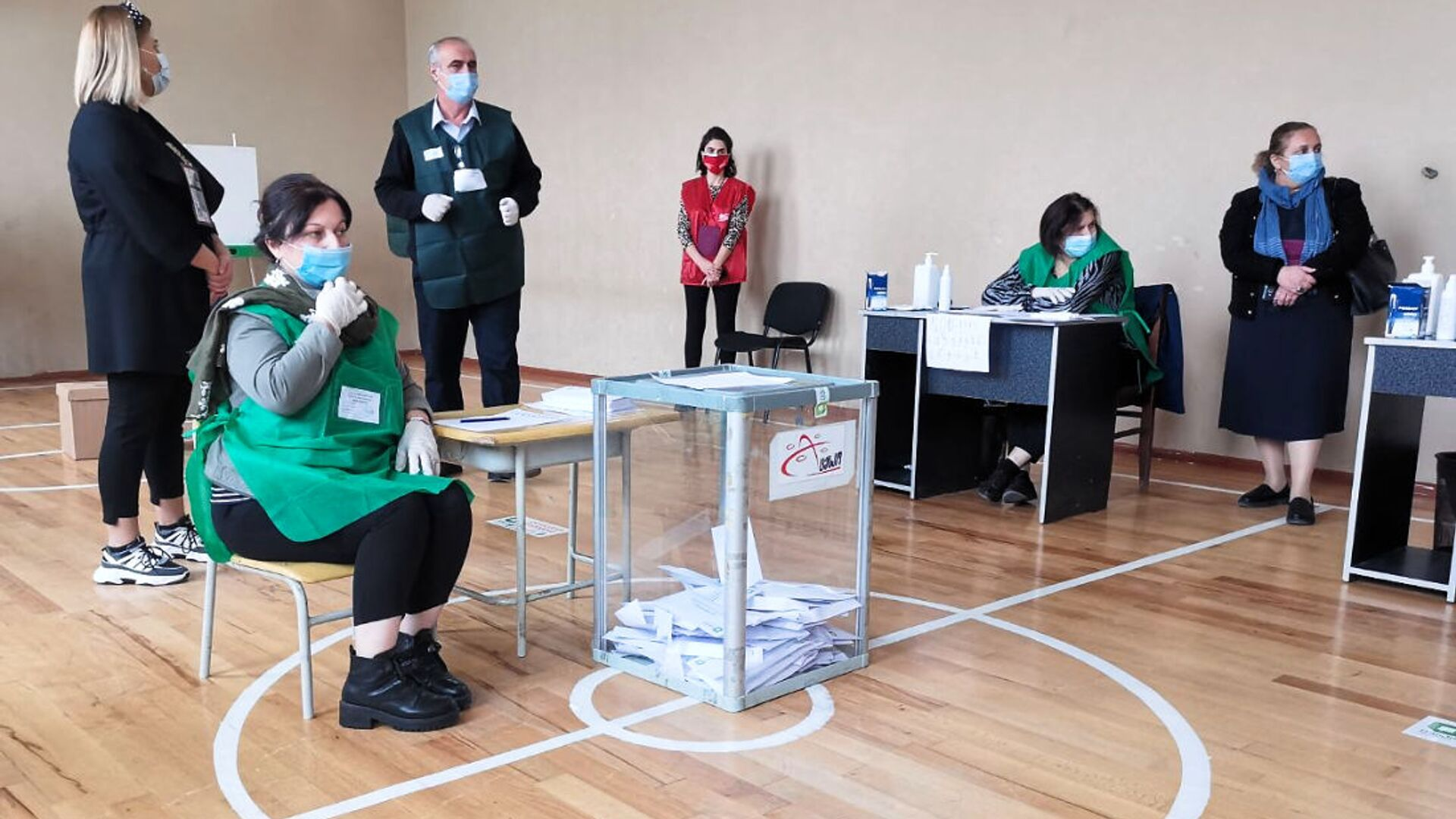 Марнеули. Голосование на 2-м участке. Парламентские выборы в Грузии 2020 - Sputnik Грузия, 1920, 25.09.2021