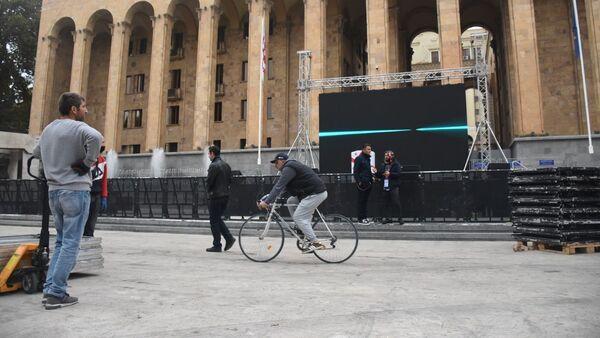 Единое нацдвижение готовится отметить завершение выборов у здания парламента Грузии - Sputnik Грузия