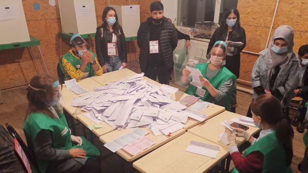 Парламентские выборы 2020. Подсчет голосов. Участок в Марнеули - Sputnik Грузия